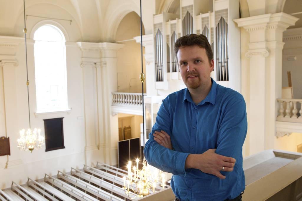Organist Wouter van der Wilt in de Hoflaankerk in Rotterdam waar hij zijn debuutCD maakte. foto: Anton Dommerholt 28-10-13 opdr 5582